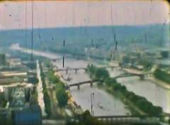 Film Reisen Paris05 Eiffelturm Aussicht Seine (rerednaw_at) Tags: schmalfilmnormalacht vergangenheit reisen paris eiffelturm aussicht seine