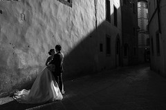 florence (Roberto.Trombetta) Tags: italy italia firenze florence galleria uffizi just marry wedding dress suit man bride groom husband wife bw black white silhouette palazzo sony 7rii zeiss carlzeiss e sony7rii batis 25 woman girl sensual amazing beautiful shoulder wonderful stunning fineart fine art summer estate palace monument batis225 model fashion cute architecture people 7rm2 toscana tuscany flowers bare couple romantic