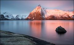 N o r w a y (jeanny mueller) Tags: norway norge norwegen lofoten arctic winter hamnoy reine mountain sea sunrise light seascape landscape still alpenglow glow mountainglow morningglow morning alpenglühen
