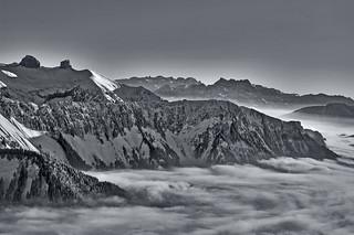 Tour d'Aï , Tour de Mayen  et Les Dents du Midi  , the sea of clouds taken from  Rochers de Naye . No, 6289.