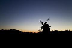 Windmill in Sunset (Photomiqs) Tags: sunset nature windmill silhouette night sweden gotland fr 22mm canoneosm efm22mmf2stm