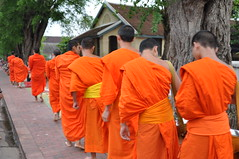 The monks walk silently in a straight line (oldandsolo) Tags: southeastasia earlymorning buddhism tourists lp laos luangprabang buddhistmonk laopdr makingmerit unescoworldheritagecity buddhistreligion takbat buddhistfaith morningalmsgivingritualluangprabang morningalmsgivinginluangprabang