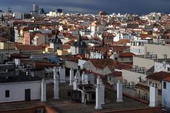 Madrid / Spain: Looking out of the window in the 10th floor (wwwuppertal) Tags: spain hauptstadt espana vista spanien roofscape castilla stadtbild 10thfloor fensterblick capitalcity dachlandschaft lookingoutofthewindow seaofhouses kastilien nikond90 husermeer afdzoomnikkor354528105mm afzoomnikkor28105mmf3545difmacro afzoom28105mmf3545difmacro afdzoomnikkor28105mm13545ifmacro vinccihotelvia66 9stockwerk