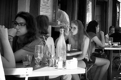 cornelia street cafe (omoo) Tags: newyorkcity girls bw cafe streetscene lunchhour sidewalk prettygirls tablesandchairs greenwichvillage whiteshirt corneliastreetcafe sidewalkcafe corneliastreet lazyafternoon bwphotograph dscn0895 manatcounter girlsatlunch