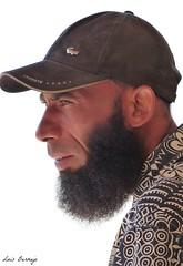 Modernidad? (Luis Bermejo Espin) Tags: travel portrait retrato islam retratos arabia tnez muslins arabes musulmanes islamismo retratosdelmundo luisbermejoespn rostrosdelmundo rostrosdetnez
