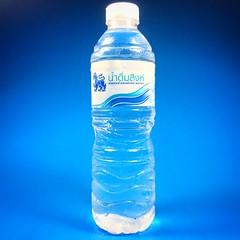 ทดลองถ่ายขวด น้ำดื่ม สิงห์ ฉากฟ้า #drinking #water #singha #น้ำดื่ม