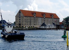 Going for a ride at Copenhagen, Denmark, Noma Restaurant  ;-) Allant se promener à Copenhague, au Danemark ;-) (Phil Nistère) Tags: copenhagen denmark nyhavn tugboat noma danemark copenhague remorqueur nomarestaurant