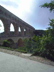 mot-2006-remoulins-pic_0133_pont-du-gard-3_450x600