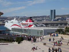 Marseille - La Villa Mditerrane, le J1 & La Tour CGM-CGA (Hlne_D) Tags: sea mer france museum boat marseille muse paca provence bateau j1 mediterraneansea vieuxport j4 mditerrane carferry bouchesdurhne mermditerrane fortstjean provencealpesctedazur diguedularge fortsaintjean mucem musedescivilisationsdeleuropeetdelamditerrane tourcmacgm hlned villamditerrane