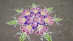 Pondy février 2017. Devant la boutique un kolam coloré pour accueillir  les clients (couleur.indigo) Tags: india inde pondicherry pondy photos kolam