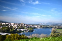Rio Miño (Llópez) Tags: río miño agua portugal pueblo valença minho españa galicia pontevedra verde vegetación nuves paisaje