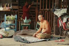 man reading newspaper (the foreign photographer - ฝรั่งถ่) Tags: middle aged man spectacles glasses reading newspaper bicycle wife home khlong thanon portraits bangkhen bangkok thailand canon kiss