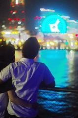 Bayside romance (runslikethewind83) Tags: life light love japan night 50mm lights bay couple pentax romance ferriswheel 日本 yokohama kanagawa minatomirai 横浜 神奈川 2014 神奈川県 みなとみらい osanbashi 大桟橋 光り