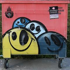 neşeli çöpler-4 (zeynepyil) Tags: art garbage istanbul sanat çöp