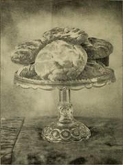 Anglų lietuvių žodynas. Žodis tea-cake reiškia arbatos pyragas lietuviškai.
