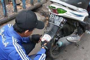 Stiker Islam Damai di Motor Warga DKI