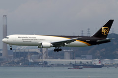 United Parcel Service (5X/UPS) / 767-34AERF / N354UP / 03-20-2013 / HKG (Mohit Purswani) Tags: photography hongkong aircraft aviation landing ups 7d planes boeing arrival airlines hkg spotting 767 canon100400 clk widebody planespotting unitedparcelservice cheklapkok 767300 hkia commercialaviation 5x hongkongsar 100400 civilaviation 763 hongkonginternationalairport cheklapkokairport aviationphotography jetphotosnet jetphotos vhhh boeingcorporation 767300f 763f canon7d b763f widebodyaircraft boeing767300f ahkgap n354up