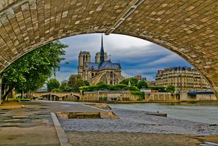 Notre Dame de Paris à l'aube (HDR). Paris, août 2014