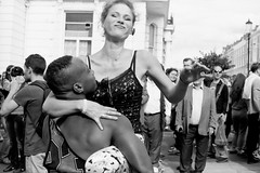 Notting Hill Carnival (forayinto35mm) Tags: uk carnival party england blackandwhite london film 35mm fun carribean ishootfilm parade ilfordhp5 35mmfilm hp5 ilford nottinghillcarnival blackandwhitefilm blackculture believeinfilm