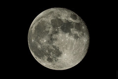 Smooth Warm Moon (Mofoe) Tags: moon am texas unitedstates houston nasa