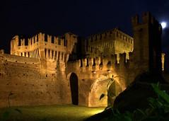 Rocca di Soncino - Accesso da ovest - Notturno (adzamba) Tags: italy castle rock bynight ita fortress castello middleages lombardia rocca medioevo notturno 2014 medioevale soncino vaidamianochiesa
