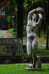 (orientalizing) Tags: sculpture georgia communist sculpturepark batumi socialistart ajaria monumentalart classicizing makhinjauri triumphsofcommunism