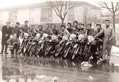 44-piloti-prima-dell-allenamento-a-destra-uberti-foppa-a-sinistra-giovanni-benzi----1972