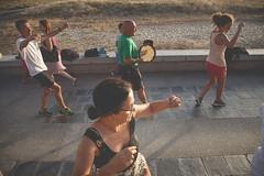 Bailes tras 21 kilómetros andando. (www.rojoverdeyazul.es) Tags: autor álvaro bueno españa spain summer verano chica girl mujer woman baile popular dance