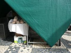 (Ponto e virgula) Tags: caldasdarainha mercado feira toldo batch triângulo triangle