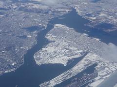 201702016 DL3657 YYZ-JFK New York City Staten Island and Bayonne (taigatrommelchen) Tags: 20170206 usa nj ny newjersey newyork bayonne newyorkcity nyc statenisland ocean atlantic killvankull coast harbour icon city snow aerial view photo airplane inflight dal edv