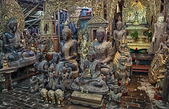 In The Buddha Store (AnyMotion) Tags: buddha statue sculptures skulpturen shop laden mandalay 2013 myanmar burma birma birmanie southeastasia anymotion reisen travel 5d2 canoneos5dmarkii