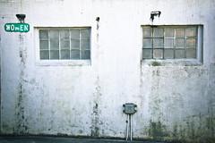 Women's Entrance (Nolte Photo) Tags: usa signs window sign oregon canon bathroom seaside rust decay dirty restroom oregoncoast crusty washroom publicrestroom publicwashroom publicbathroom seasidebeach 60d canoneos60d efs18200 efs18200mmf3556is efs18200mm eos60d