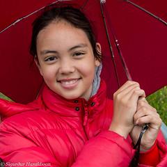 PAD2014-06-20 (Guruinn) Tags: red girl rain june outdoors pad rautt 2014 rigning jn elliardalur stlka regnhlf maralind pad2014