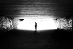 [Legnano, luci e ombre] (Luca Napoli [lucanapoli.altervista.org]) Tags: street blackandwhite lightandshadows legnano parcocastello lucanapoli fujifilmx100s legnanolucieombre