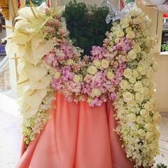 ดอกไม้ประดับหน้าเมรุ ในงานฌาปนกิจคุณแม่บรรลุ พุ่มสุโข #fleur #flora #floral #flower #cutflowers #anthorium #orc #vanda #rose #siamtulip ##florist #choosing #creating #presenting #arrangement #funeral #decoration #rip #floraldesign #floraldesigner #flowerb