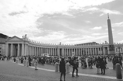 Citt del Vaticano - Roma (lauratintori) Tags: people blackandwhite monument square photography photo nikon view monumento vaticano filter colonne nocolor d5100 nikond5100 lauratintoriph