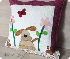 Almofada Cachorro Charmoso (paula.louceiro) Tags: dog flores flower quilt pillow cachorro patchwork applique cushion almofada fofa aplicao cutepillow