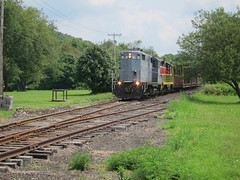 darlington 041 (Fan-T) Tags: railroad train pennsylvania darlington 18 77 ys gp9 plw cannelton gp18
