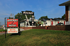 Rocket Motel (chief_huddleston) Tags: southdakota blackhills high neon motel sd rocket neonsign mile oldsign custer vintageneon milehi rocketmotel