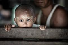 Myanmar - Birmania (peo pea) Tags: portrait occhi myanmar ritratto mandalay reportage bambino amarapura birmania capolino