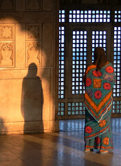 Agra Fort Rouge (Christian Mathis) Tags: india femme agra inde fortrouge