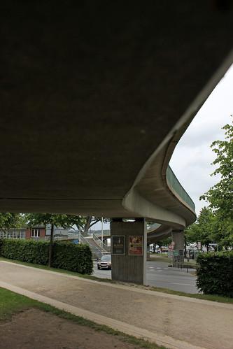 """Unter der Fußgängerbrücke (2) • <a style=""""font-size:0.8em;"""" href=""""http://www.flickr.com/photos/69570948@N04/18872007921/"""" target=""""_blank"""">View on Flickr</a>"""