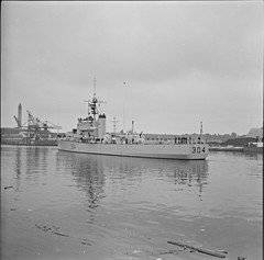 Canadian destroyer, 304, Albert Quay, Cork City, Co. Cork (National Library of Ireland on The Commons) Tags: jamespo'dea o'deaphotographiccollection nationallibraryofireland canadiandestroyer ship cork courtesyvisit albertquay 1964 navy canadiannavalservice frigate 304 pennantnumber newwaterford riverclassfrigate prestonianclassfrigate kennedyquay antisubmarineescort horgansquay portofcork johnjhorganswharf hmcsnewwaterford ffe304 incharran hmcs warship prestonianclass royalcanadiannavy