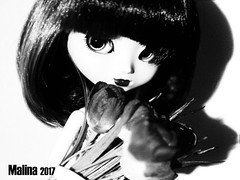 Black and White (Malina (LaelP)) Tags: doll puppe muñeca poupée pullip groove obitsu toy malina asian fashion indoor cute lights dark majestic flowers melissa wig rewigged black hair mio blue chips eyechips red lips long lashes dress obitsu27 27 big bust white