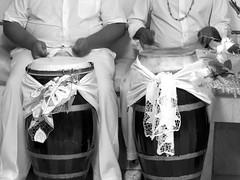 Quando os tambores falam (Antonio_Dourado) Tags: faith fé religião religion candomblé riodejaneiro brazil brasil digital canon canonsx50hs canonpowershotsx50hs canonsx50 canonpowershotsx50 canonpowershot bw blackwhite blackandwhite blackculture pretoebranco pb patrimônio patrimônioculturalbrasileiro