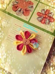 Cosa scegliamo? Vi piace il bottone di madreperla per questo kanzashi?  What do we chose for this kanzashi?  Do you like a heart shaped mother of pearl button? Fioridoriente #handmade #kanzashi #nacre #motherofpearl #flowers #fleur #flores #fiori #fleur # (fioridoriente) Tags: flowers flores fleur handmade flor fiori fiore nacre motherofpearl kanzashi