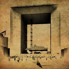 Grande Arche de la Défense, Paris (allophile) Tags: painterly paris france monochrome architecture ladéfense fauxvintage iphoneart texturesquared iphoneography perspectivecorrect snapseed laminarapp