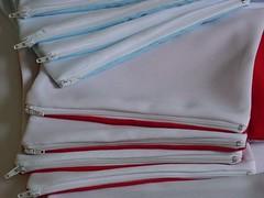 Capas de almofada ou Porta treco com zíper - diversos tamanhos e cores (www.ciadebrindes.blogspot.com) Tags: infantil oxford bags aniversário jogo meninas almofada brinde presente estampa tecido feminina canecas lembrancinha saquinhos sublimação poliéster personalizadas embalagens
