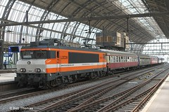 Pride Express 2014 in Amsterdam. Special from Germany with Swiss cars (a.o.) (Bobtom Foto) Tags: station amsterdam pride cs express centraal 2014 9908 locon