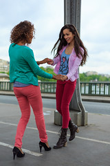 Shall we dance ? (workbyhector) Tags: bridge girls portrait paris france color girl fashion 50mm nail eiffeltower rainy toureiffel pont chic hm mode birhakeim pluvieux benneton